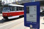 Elektronický označník BiZON na zastávce Mozolky (foto: DPMB)