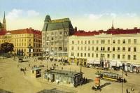 Přednádražní prostor v roce 1915.