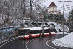 Trolejbusy Škoda 27Tr provozuje od roku 2020 mj. i DP města Ústí nad Labem. Na snímku ze dne 26. 1. 2021 je zachycen vůz ev. č. 624 ve stoupání na ulici Rooseveltova.