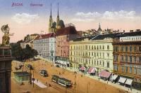 Ještě jednou podobný pohled na budovy naproti nádraží, tentokrát z roku 1917.